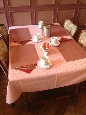 Hotel Aalders: tavolo colazione