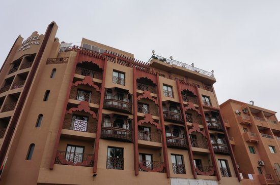 Imperial Plaza Hotel: vue de l'exterieur donnant sur la rue