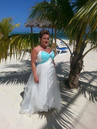 Breezes Resort & Spa Bahamas: Wedding pics from beach