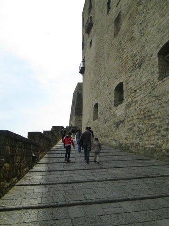 Castel dell'Ovo : Castle walls