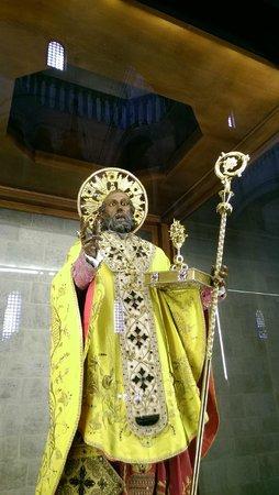 Cattedrale di San Sabino: Bari Statue des Sankt Nikolaus