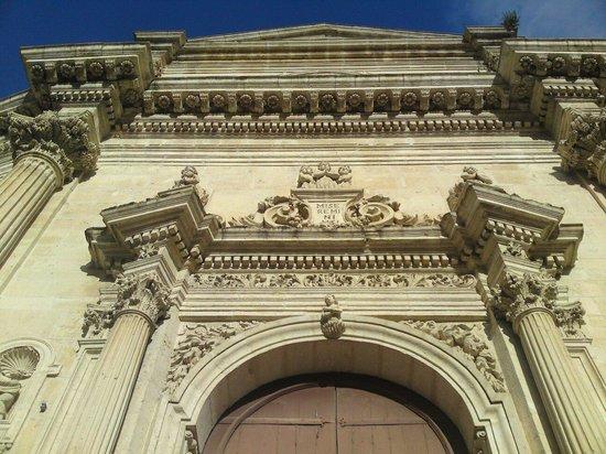 Ragusa Ibla : Facciata barocca della chiesa delle Anime del purgatorio ad Ibla