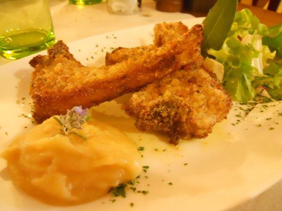 Osteria del Borgo: Agnello in crosta di pane con salsa di mele