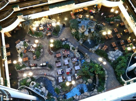 Embassy Suites by Hilton Anaheim - South: Atrium