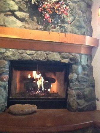 El Pueblo Inn : cozy fireplace