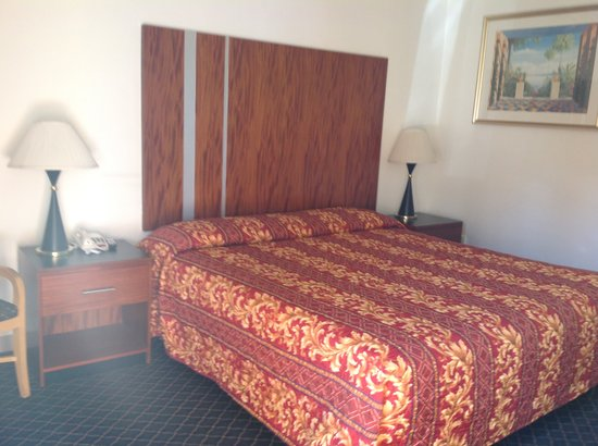 Riverside Inn and Suites: Deluxe King Size Bed
