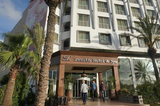 Le Zenith Hotel & Spa: entree de l'hotel