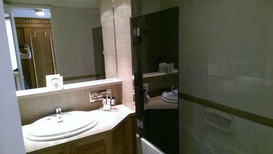Divani Caravel Hotel: Wasserdruck und Sauberkeit absolut ok