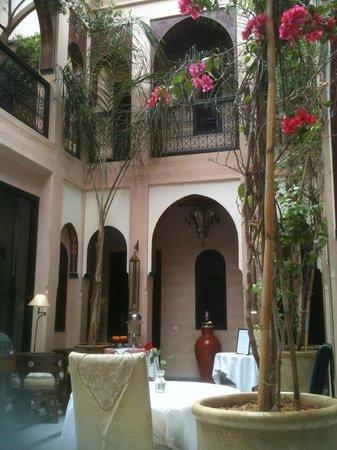 Riad Dar Anika: Hotel atrium
