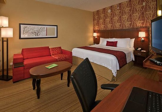 Courtyard Hanover Whippany: King Guest Room