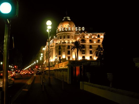 Promenade des Anglais : negresco hotel
