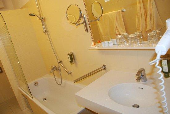 Hotel Austria : Такая теплая ванная комната