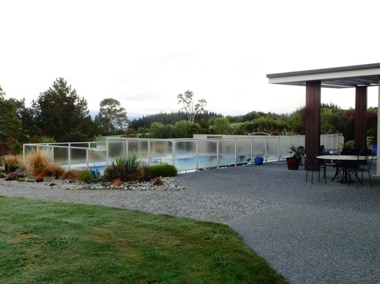Almyra Waterfront Lodge: View of the Pool in the Fresh Morning Air