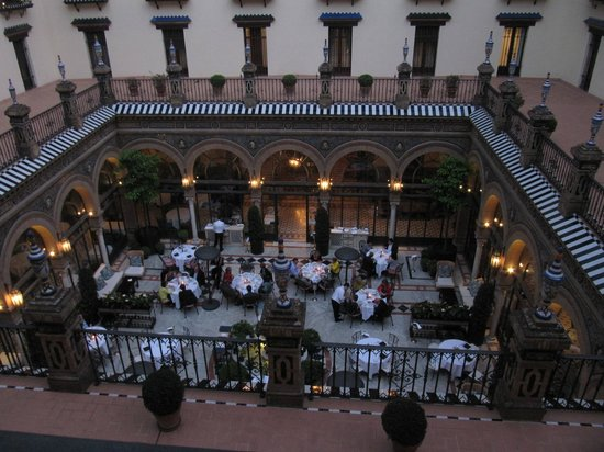Hotel Alfonso XIII, A Luxury Collection Hotel, Seville: Dining area from upper floor