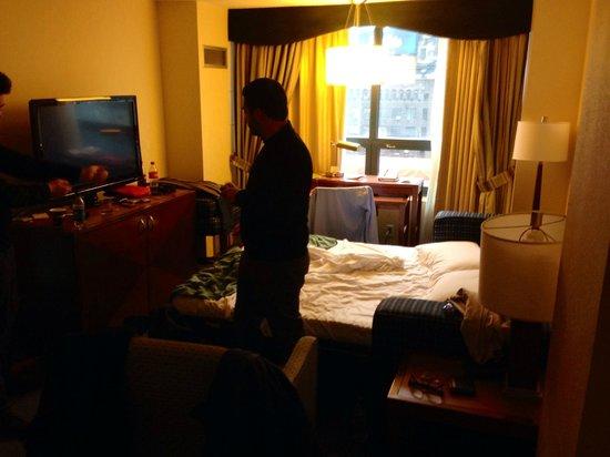 DoubleTree Suites by Hilton Hotel New York City - Times Square: Il salottino con divano-letto