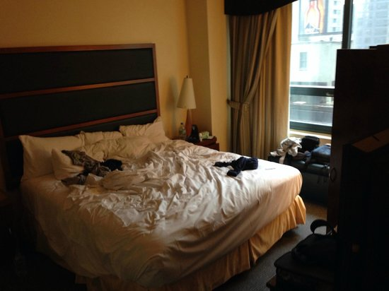 DoubleTree Suites by Hilton Hotel New York City - Times Square : Il letto king size