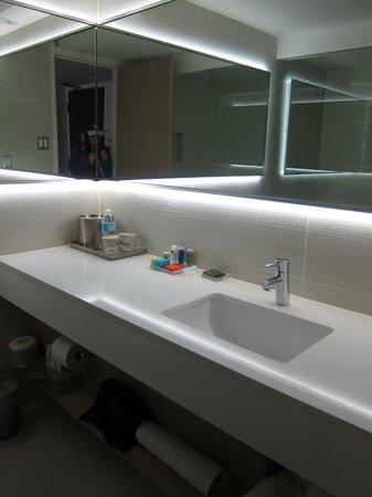 Radisson Admiral Toronto Harbourfront: bathroom
