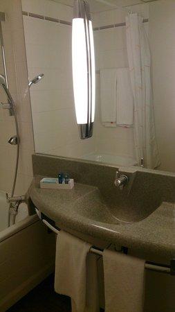 Ibis Styles Colmar Nord: Salle de bain