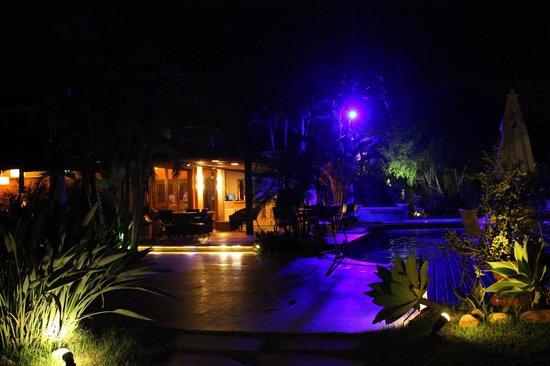 Corais e Conchas: piscina e restaurante