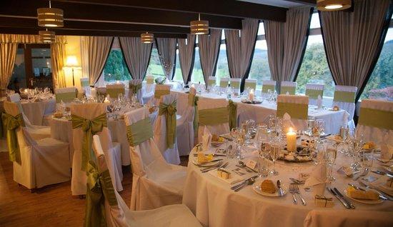 Sawrey House Hotel : ceremony room set up for wedding breakfast