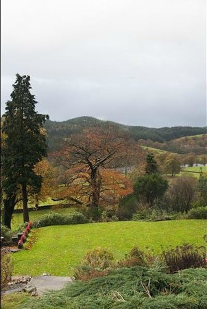 Sawrey House Hotel : view from the front aspect