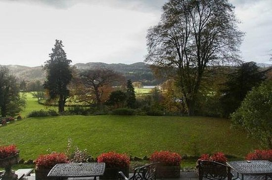 Sawrey House Hotel : view of the gardens from front aspect