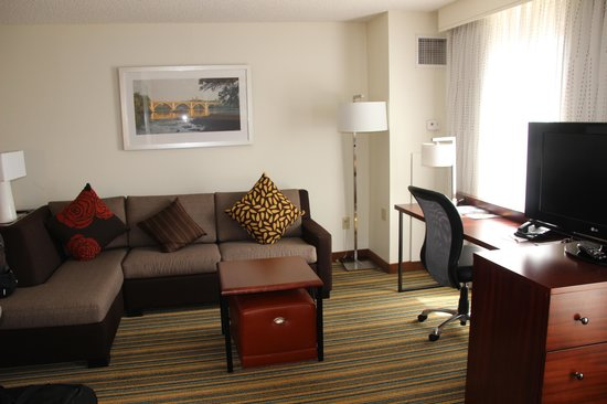 Residence Inn Arlington Pentagon City: comfortable kingsize bed