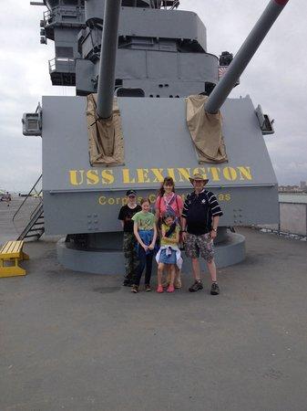 USS LEXINGTON : Mckenzie family