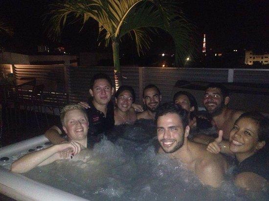 Hostel Mundo Joven Cancun: fiesta en la terraza!