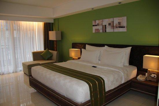 Sing Ken Ken Lifestyle Boutique Hotel : supergroßes Bett