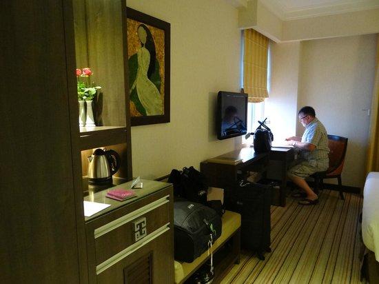 Silk Path Hotel: spacious room
