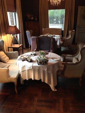La Cour des Grands: A view of the breakfast area.