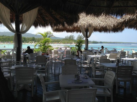 Grand Bahia Principe Jamaica: Lunch by the beach