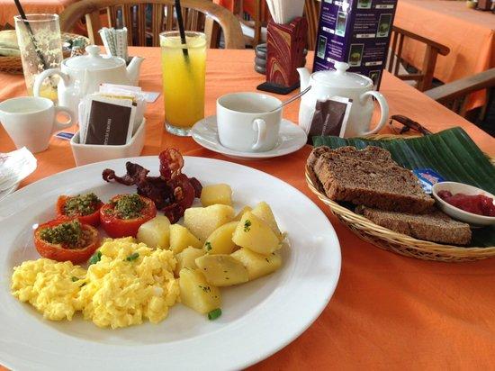 Sing Ken Ken Lifestyle Boutique Hotel: lecker Frühstück