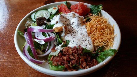 Alamo Steakhouse & Saloon: Crisp salad.