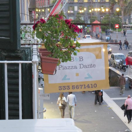 B&B Piazza Dante : Home in busy Naples