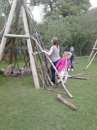 Gypsy Wood Park : kids loved building there indian den