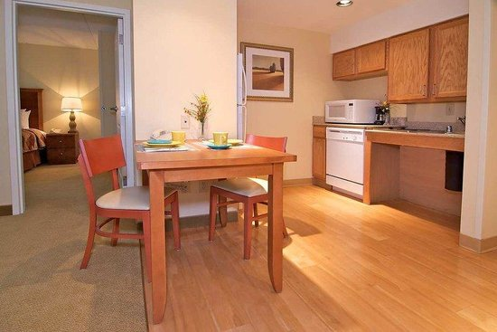Homewood Suites by Hilton Newark/Wilmington South: Accessible Kitchen Area