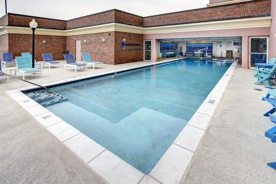 Dunes Manor Hotel & Suites: Pool
