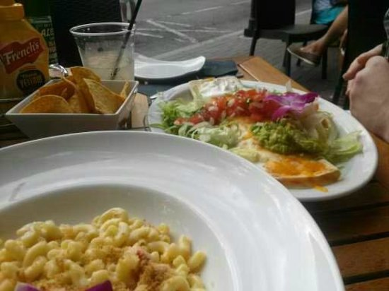 O'Bricks Pub and Martini Bar: Lobster Mac and Cheese and Shrimp Chimichanga