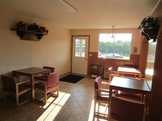 Americas Best Value Inn : Breakfast Room