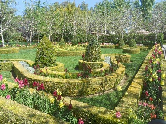 The Gardens of the World : English Garden