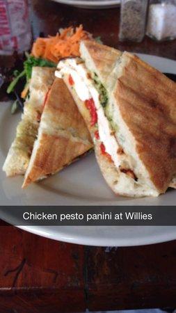 Willie T's : Chicken Pesto Panini