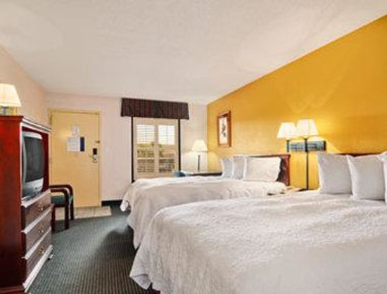 Days Inn Marianna: Standard Two Double Bed Room