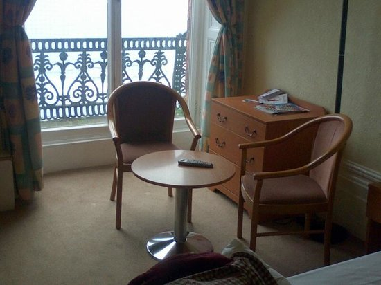 Grand Hotel Scarborough : seating area in room 103