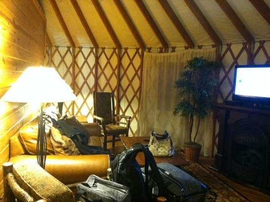 Shenandoah Crossing: Livingroom