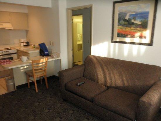 Ramada Carlsbad: Living area