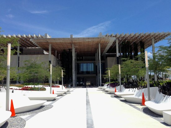 Perez Art Museum Miami: View of the Perez from their plaza leading to the Museum of Science.
