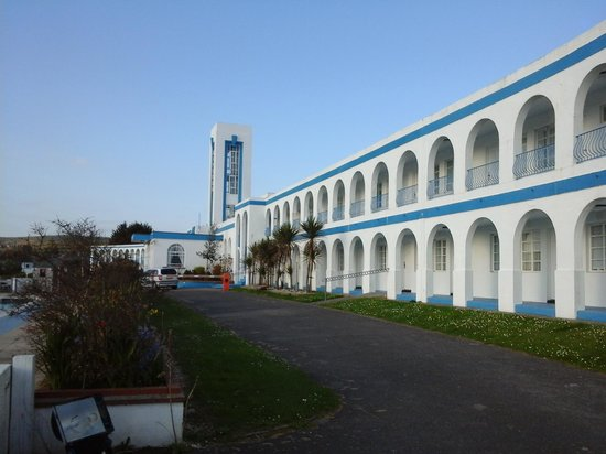 Riviera Hotel : View of the front of the hotel