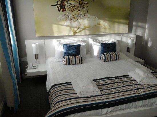 Riviera Hotel : Compact but comfy bedroom